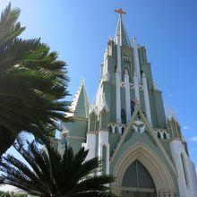 教会坂を登ったところにある上品な教会