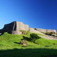 海外かと思う壮大な城。