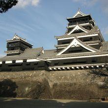 石垣の勾配が見どころの名城です。