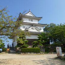 丸亀城 --- 丸亀市にある「現存12天守」のひとつです。