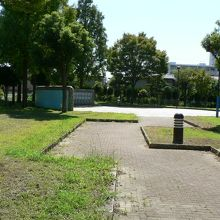 近鉄花園ラグビー場に近接している花園中央公園(はなぞのちゅうおうこうえん)
