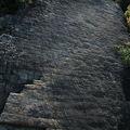 写真:白石島の鎧岩