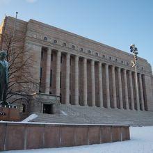 国会議事堂(エドゥスクンタ) ...