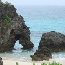 ハート岩がある小さなビーチ