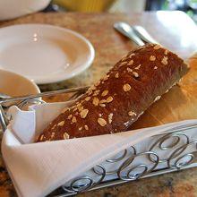 サービスのパン 美味しいです♪