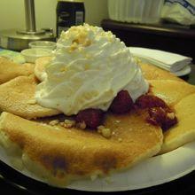 ストロベリーパンケーキ