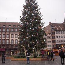 広場のツリーです。