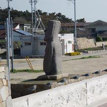 モアイ像と、カモメの駐車場