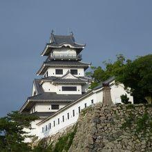 海水がひかれた広大な掘りのあるお城です