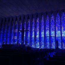 ステンドグラスの教会