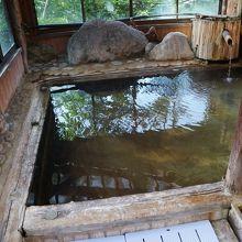 小さくても古くからの温泉