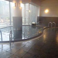 こんな高いところで温泉にありつける!えびの高原荘の大浴場