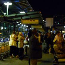 スキポール空港のシャトルバス乗り場