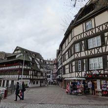 土産物店が並ぶ中心部