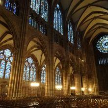 大聖堂の巨大な空間
