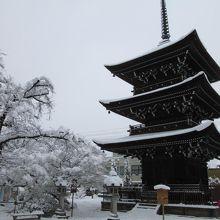 雪飾りの三重塔