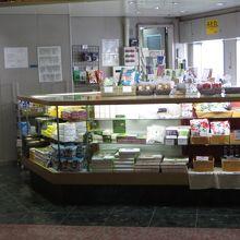 売店は神戸土産と小豆島土産