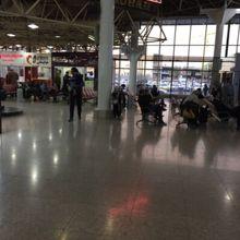 メヘラーバード国際空港 (THR) ...