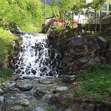 ホワイトロード手前の温泉