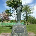 写真:開拓の母像 (ルスツふるさと公園)