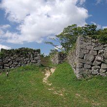太鼓丸跡から見た石垣の様子です。