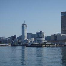 海から眺めたタワー(写真の右端)