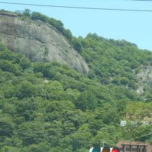 お城のあった山