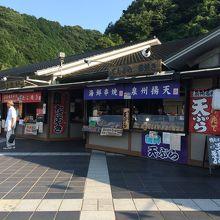 たこ焼きや揚げ天ぷらなど美味しそうなものがいっぱい☆