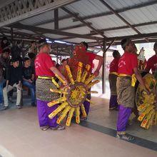 伝統芸能ショーが見られる