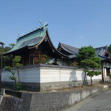 社殿の全景。