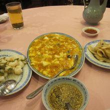 中央は、蟹みそ豆腐。