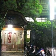 唐破風造りの玄関