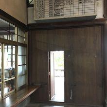 旧大社駅、改札を通り・・・。