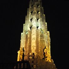 夜の平和の塔