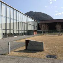島根県立古代出雲歴史博物館、外観。