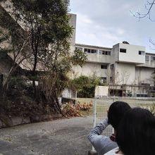 廃墟と化したホテル甚五郎。