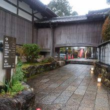 寺の入口です。