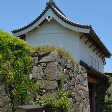 お城跡の門