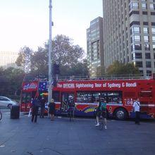 観光バス。