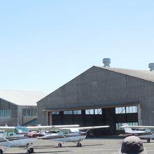 田畑に囲まれた飛行場
