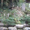 写真:蟇石と無熱池