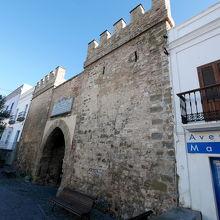 Constitución通りとこの通りはメインだが,それ以外にも魅力的な通りが多い 城門もある.