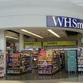 写真:WHスミス (ヒースロー空港第4ターミナル)