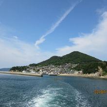 離港するフェリーから臨む男木島
