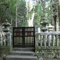 写真:毛利元就の墓