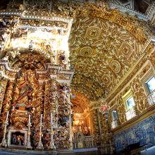 サルバドールで一番押しの教会〜!他の場所は....まあ、軽く流すとしても.....ここは歴史を感じながら、真剣に向かい合いましょう〜(サルバドール/バイーア州/ブラジル)