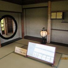 楽寿楼の主殿と柱・丸窓