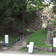 駐車場からの近道の階段