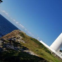 灯台と海と空