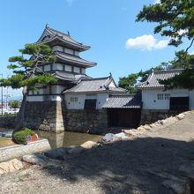 月見櫓・水手御門・渡櫓です。こちらも立派です。